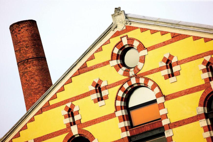 La Curtidora restaura su emblemática chimenea